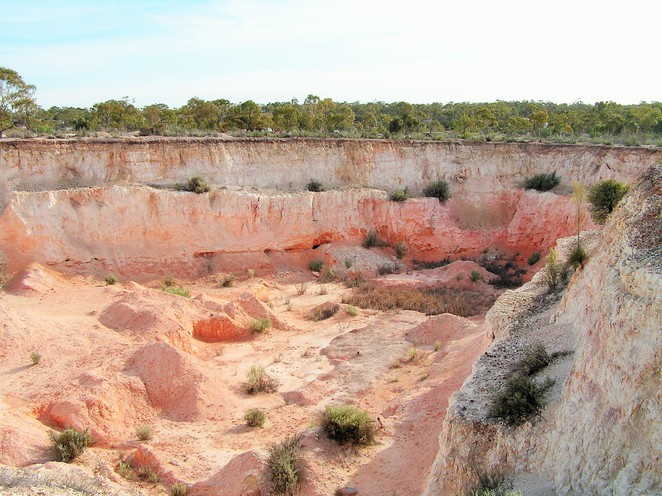 Lunatic Hill, Lightning Ridge, opals, black opal, opencut, mining, mine, tours