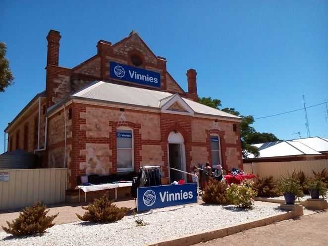 op shops, second hand clothing, second hand, cheap clothing, bargain prices, St Vinnies stores, Kadina shopping