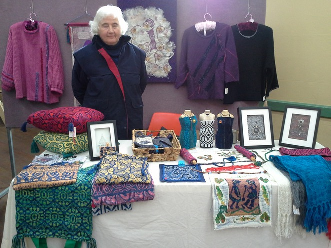 Willunga, artisans, market, hand-made, home-made, artisan, photography, painting, crafting, jewellery, belts, scarves, bags, clothing, competition