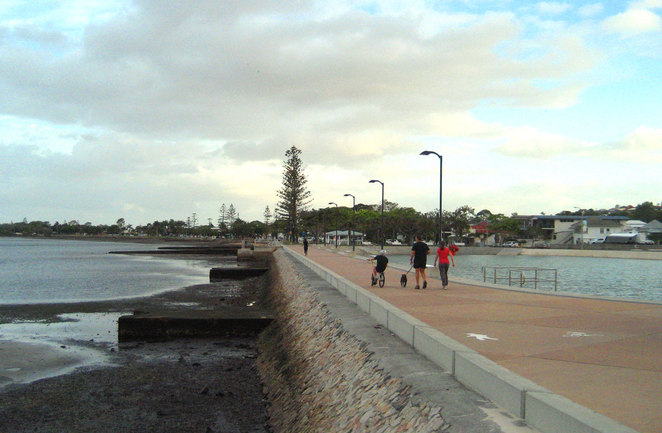 People walking on the shore at Wynnum in the direction of Manly