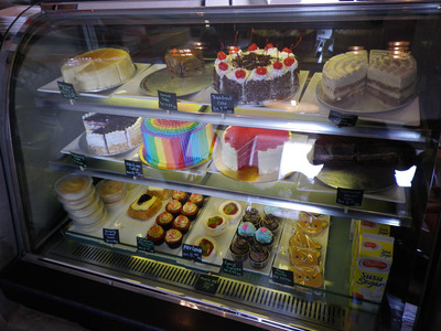 cake display momento cafe
