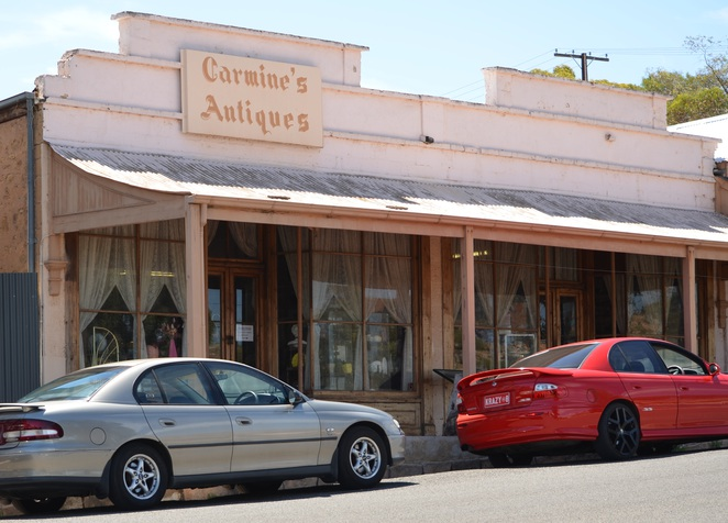 Carmine's Antiques, Morgan, South Australa, Murray River