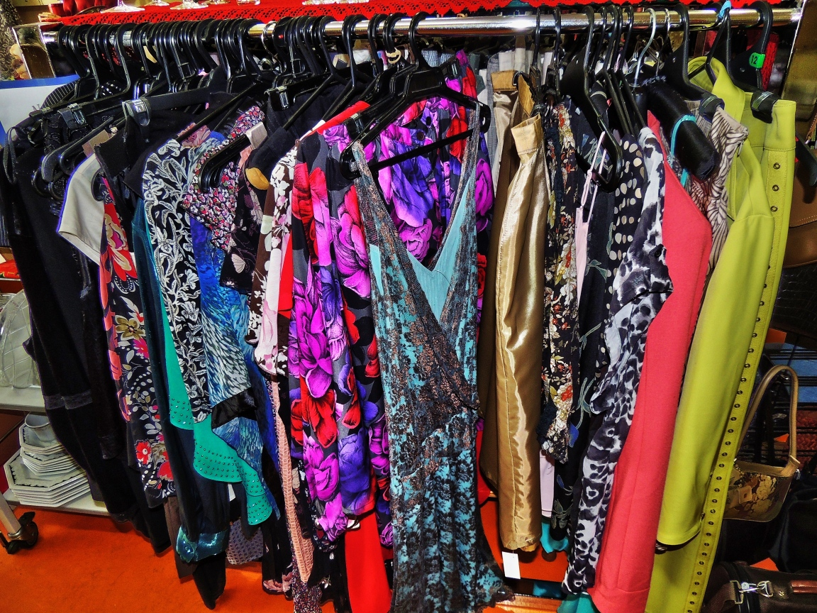 Online thrift store vintage clothing. Clothing stores