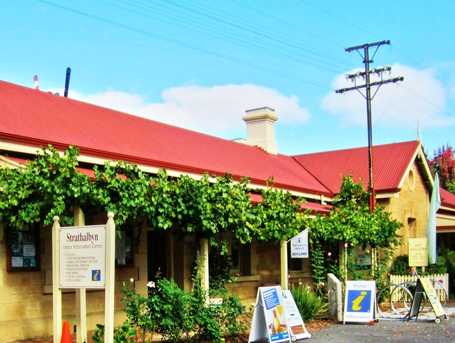 strathalbyn, strathalbyn markets, strathalbyn market, strathalbyn railway station, adelaide hills, antiques and collectables, country markets, market stalls, steamranger, steam train
