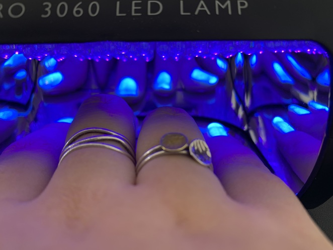 This is what your gel nail polish looks like under the UV lamp!