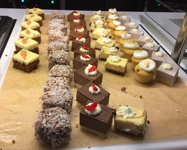 cakes,at,the,buffet,restaurant
