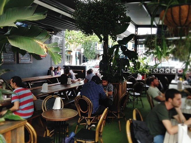 grease monkey, braddon, canberra, burgers, ACT, best burgers, lonsdale street, steak, greasys burger, beer garden, outside seating,