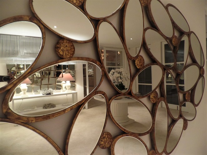 mirror feature wall in restaurant in Bali