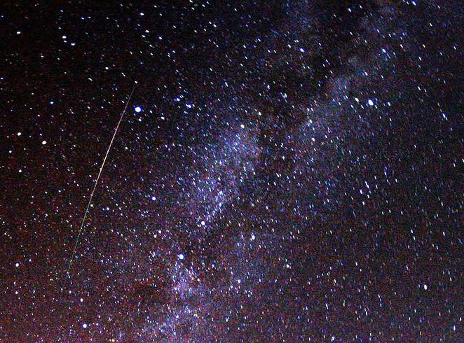 Photo of a Perseids Meteor courtesy of Brocken Inaglory @ Wikimedia