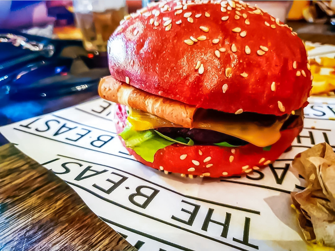 takeout, delivery, pickup food, burgers, fries, restaurant, restaurants near me, diner, places to eat, burger delivery, diner