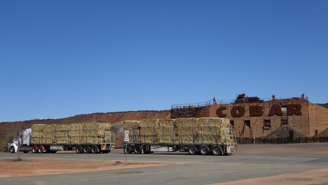 truck,hay,feed,fodder,double,cobar,nsw,drought,vehicle,country,bale