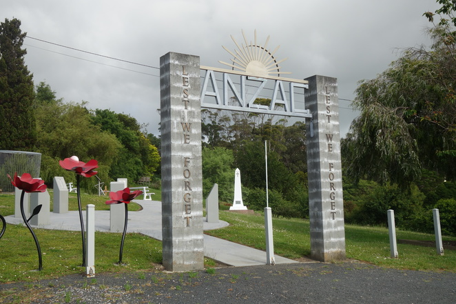 anzac,park,remembrance,smithton,tasmania,trees,grass,sign,poppies