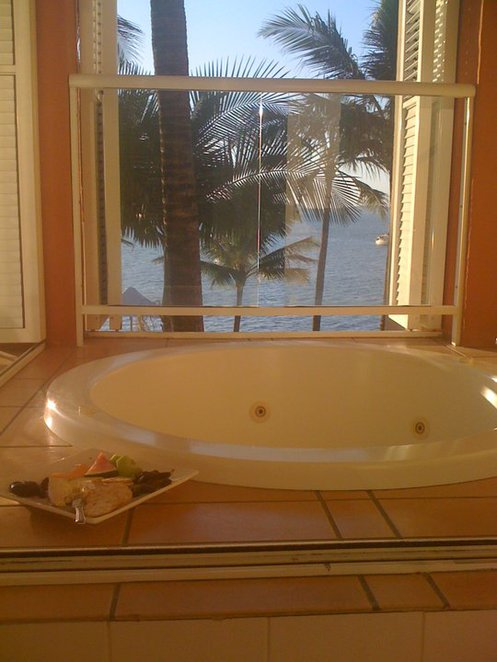 Balcony Spa, Whitsundays, Airlie Beach, Coral Sea Resort