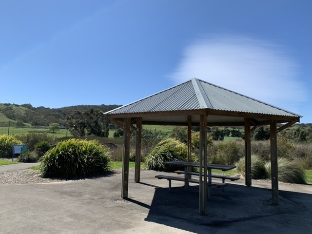 covered picnic table