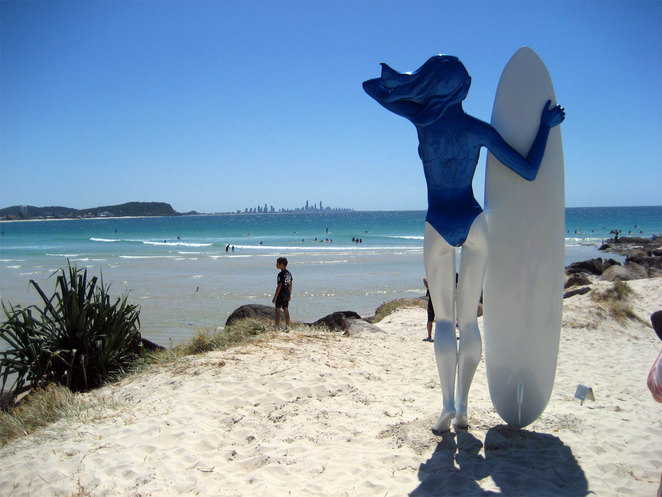 Sculptor on Currumbin Beach