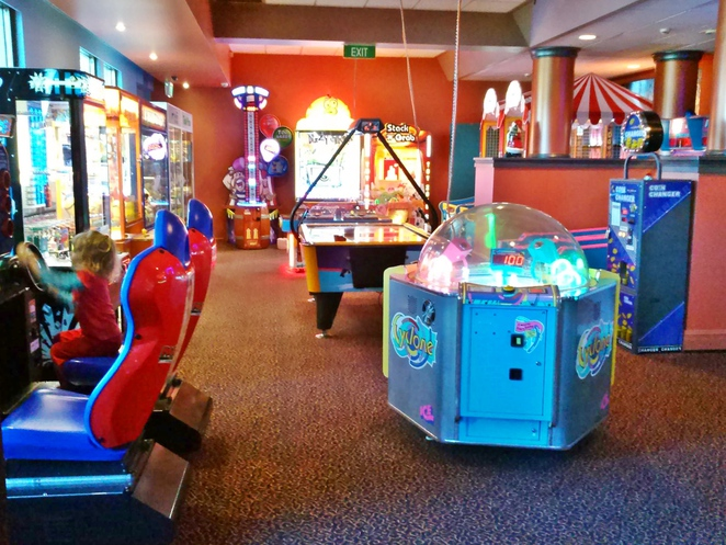 henrys, woden, canberra, family friendly, ACT, kids menus, family, clubs, southern cross clubs,