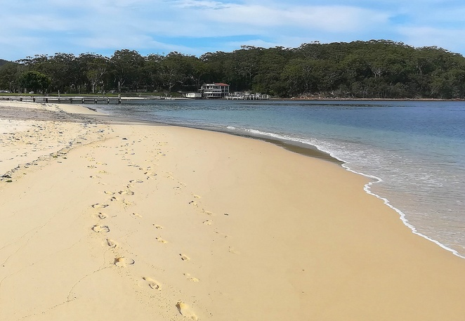 little beach, nelson bay, port stephens, NSW, things to do at little beach, swimming, fishing, cafes restaurant,