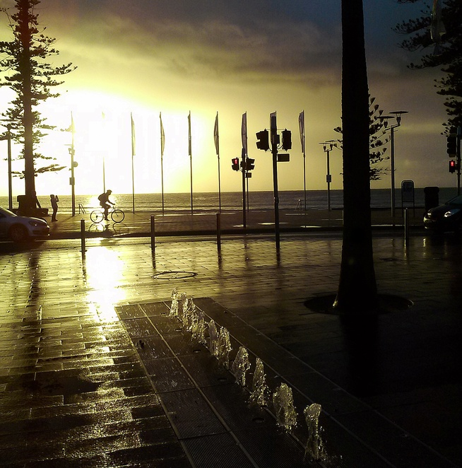 manly beach, sunrise, staycation, kids, children, beaches in sydney, NSW, road trips from sydney, best beaches, tourist attractions, sunrise, manly beach, holidays, weekends away,