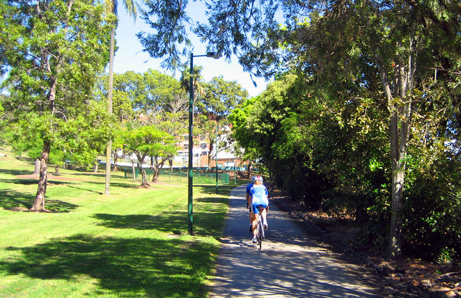 Cyclists on the Northern Bikeway riding past Victoria Park