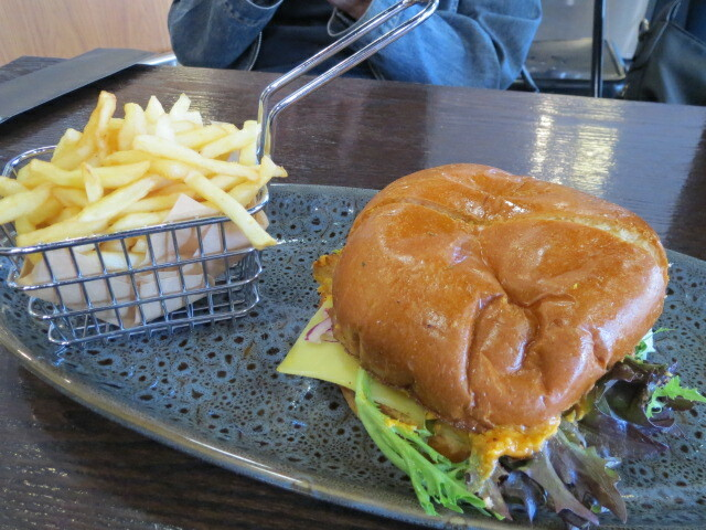 Common Grounds Eatery, Healthy Hen Burger, Adelaide