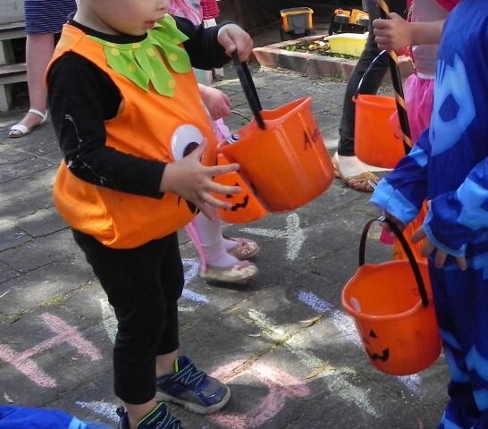 How to celebrate a spooktacular Halloween party with young children