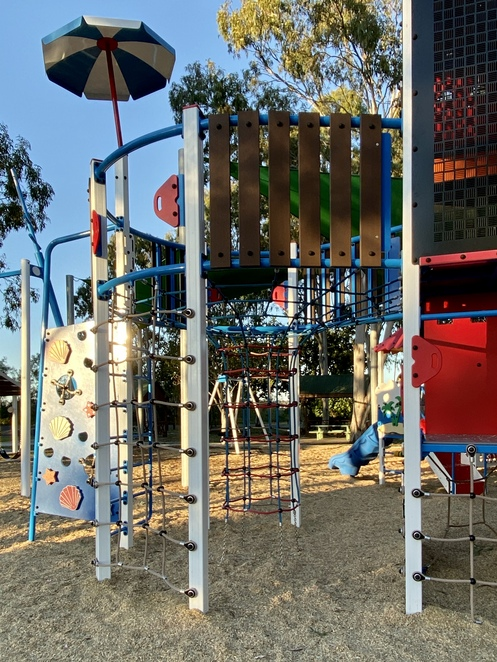 This rope climbing structure supports active and imaginative play with its crows nest at the top