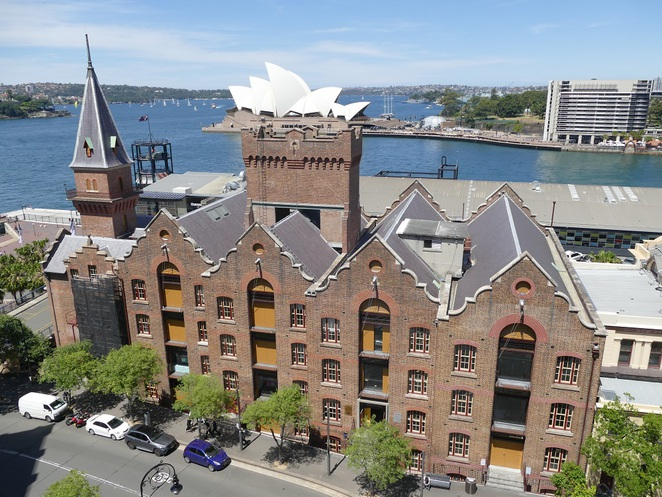 Opera House Holiday Inn Old Sydney
