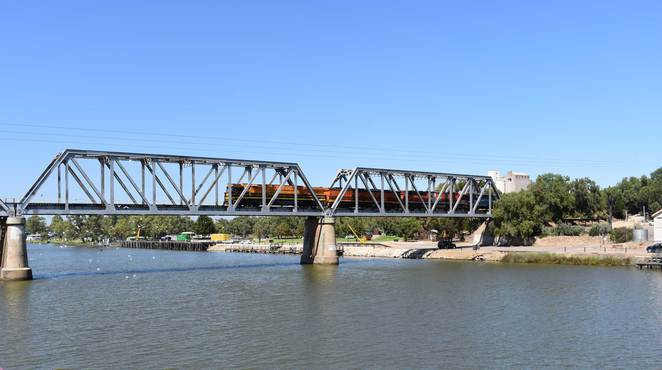 train, bridge, murray bridge, murray river