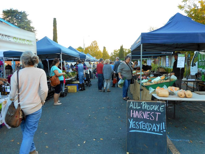 farmers and foodies markets, kingston, old bus depot, canberra, markets, ACT, fresh food, vegetables,