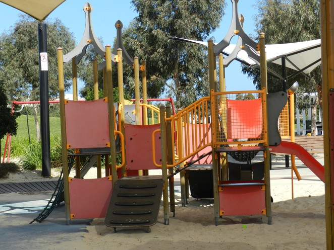play gym, playground, playground equipment, casey fields, playgrounds in Casey, playgrounds in cranbourne, playgrounds in melbourne,