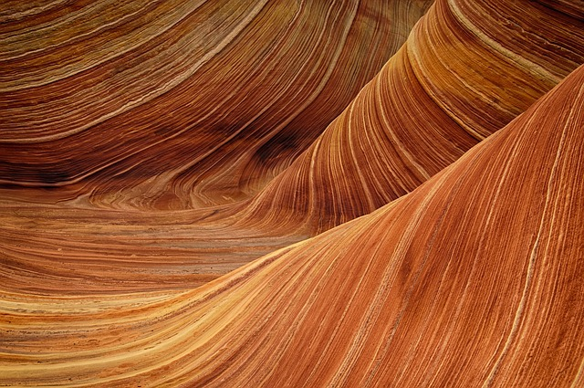 Sandstone whaleback waves