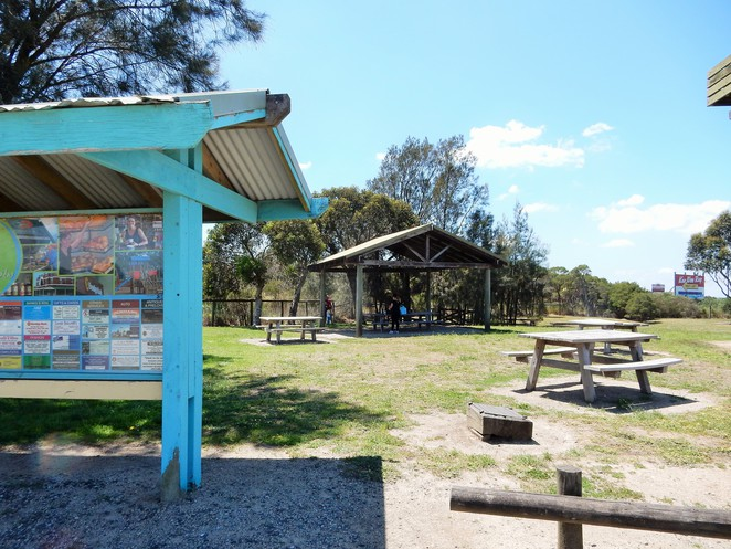 south gippsland highway rest stop, lookouts in gippsland, koo wee rup lookout, swamp reserve, picnic grounds in koo wee rup,