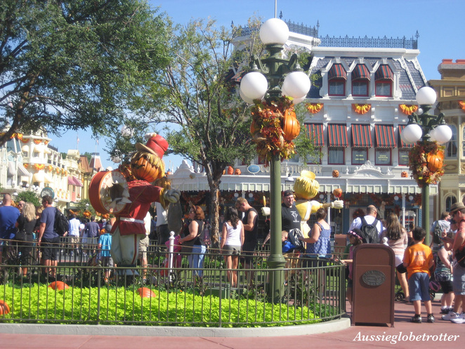 Disneyland, Disney, pumpkin, halloween, celebrate, decorate, tourist, October