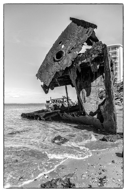 Gayundah_wreck, wreck, Woody_point, cliffs, wrecks