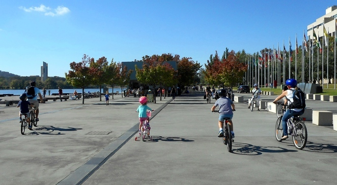 lake burley griffin, bike riding, queen elizabeth terrace, christmas day, things to do, kids, practice bike riding, ACT, smooth paths, bike riding paths, cycling, children,