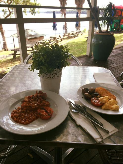 beachcomber hotel, toukley, maximilians, waterfront, restaurant, bar, bistro, waterview, breakfast, continental, bacon, tomato, toast, baked beans