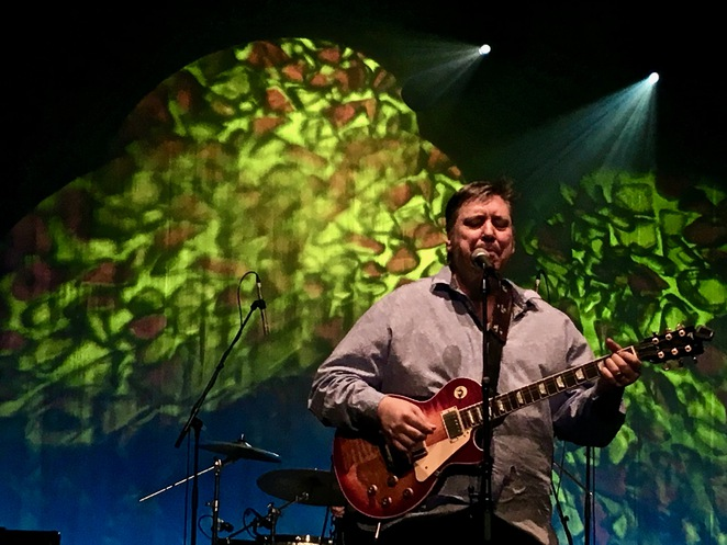 Jeremy Oxley, Lead singer and songwriter for the Sunnyboys. Photo by Jade Jackson.