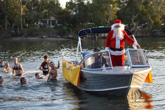 Lights on the Lake 2017, Lake Currimundi, Crummunda Park, Wurtulla, family event, music, entertainment, supervised childrens' activities, drumming circle, picnic blanket, picnic hamper, water parade, decorated watercraft, local artists, arts and crafts stalls, visit from Santa, painting, planting, playing, swimming, riding bikes, paddling boats, laser light show, no motorised craft, public transport, Sunshine Coast Council, Bendigo Bank Caloundra, IGA Wurtulla, Jo Mollinger Real Estate, Gillett Electrical Contractors