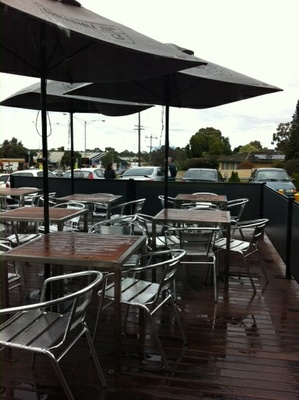 Outdoor seating at Frank's Cakes