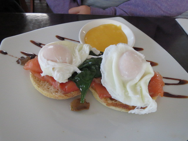 Breakfast at Watershed Cafe, Eggs Benedict, Adelaide