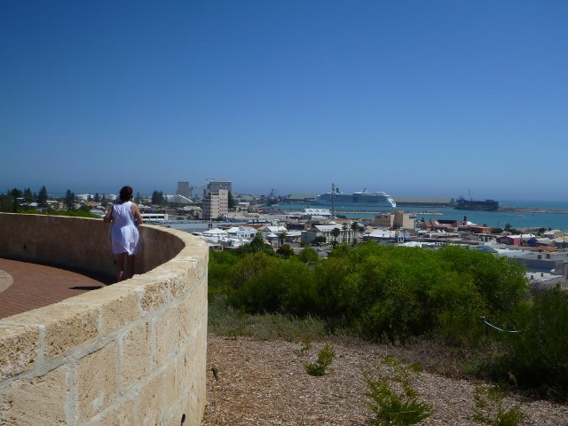 Geraldton, Western Australia, cruises, do your own shore excursion.