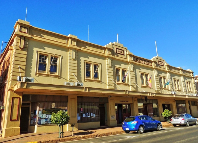 peterborough, flinders ranges, peterborough art and cultural festival, peterborough arts festival, peterborough attractions, easter long weekend, festival markets, market stalls, art exhibitions, peterborough town hall