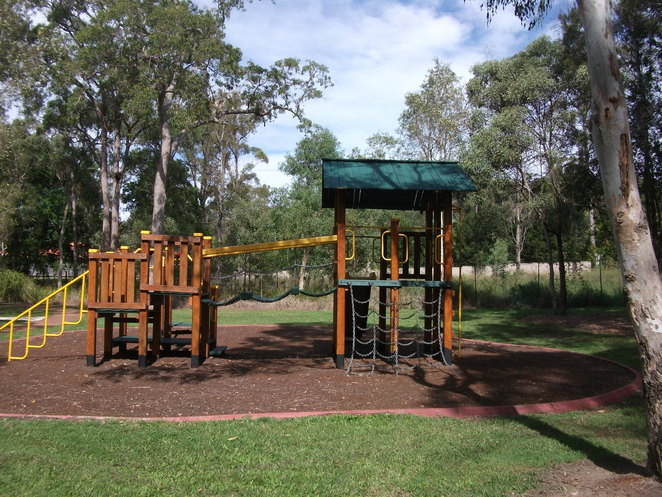 Stretton Community Park, fitness trail, picnic area, barbecue, water, playground, reflexology walk,