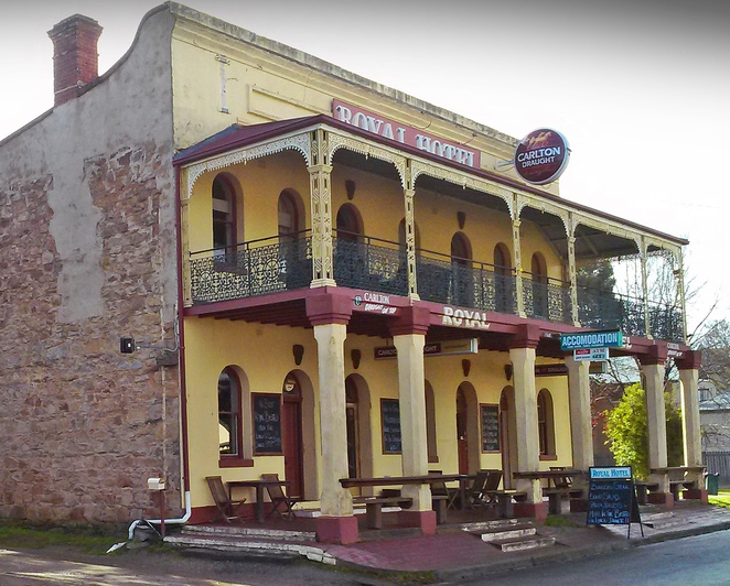 the royal hotel bungendore, the royal hotel, bungendore, historical pubs, day trips from canberra, pub lunches,