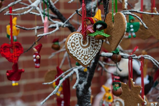 christmas decorations, local handicrafts, traditional gingerbread, markets, christmas markets