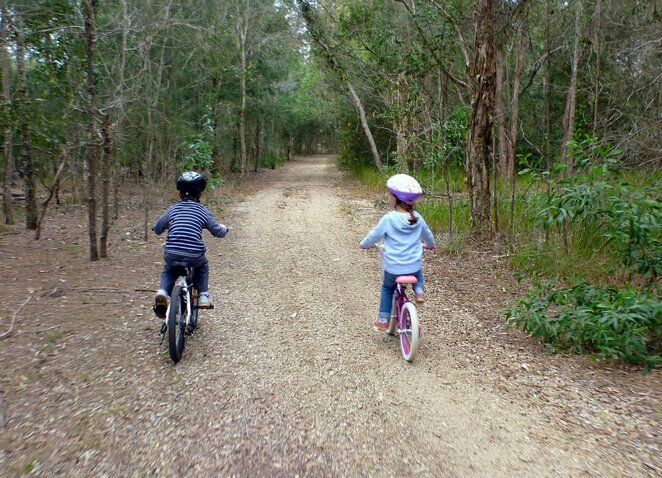 Coombabah Lakelands has a range of cycling trails that are idea for kids