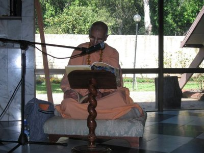 Janananda Goswami lecturing at a feast on New Govardhana farm (image by Janna Hamby on the ISKCON New Govardhana Facebook page).