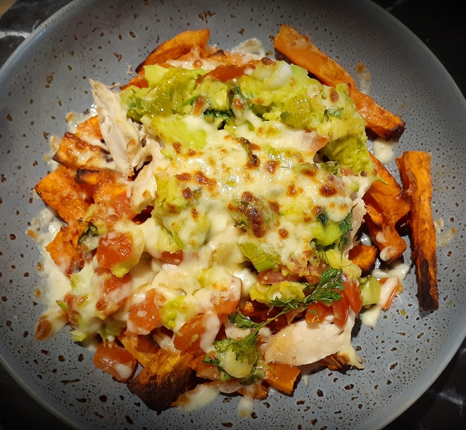 loaded sweet potato fries, recipe, BBQ chicken, avocado, guacamole, loaded fries, healthy, dinner, recipes,