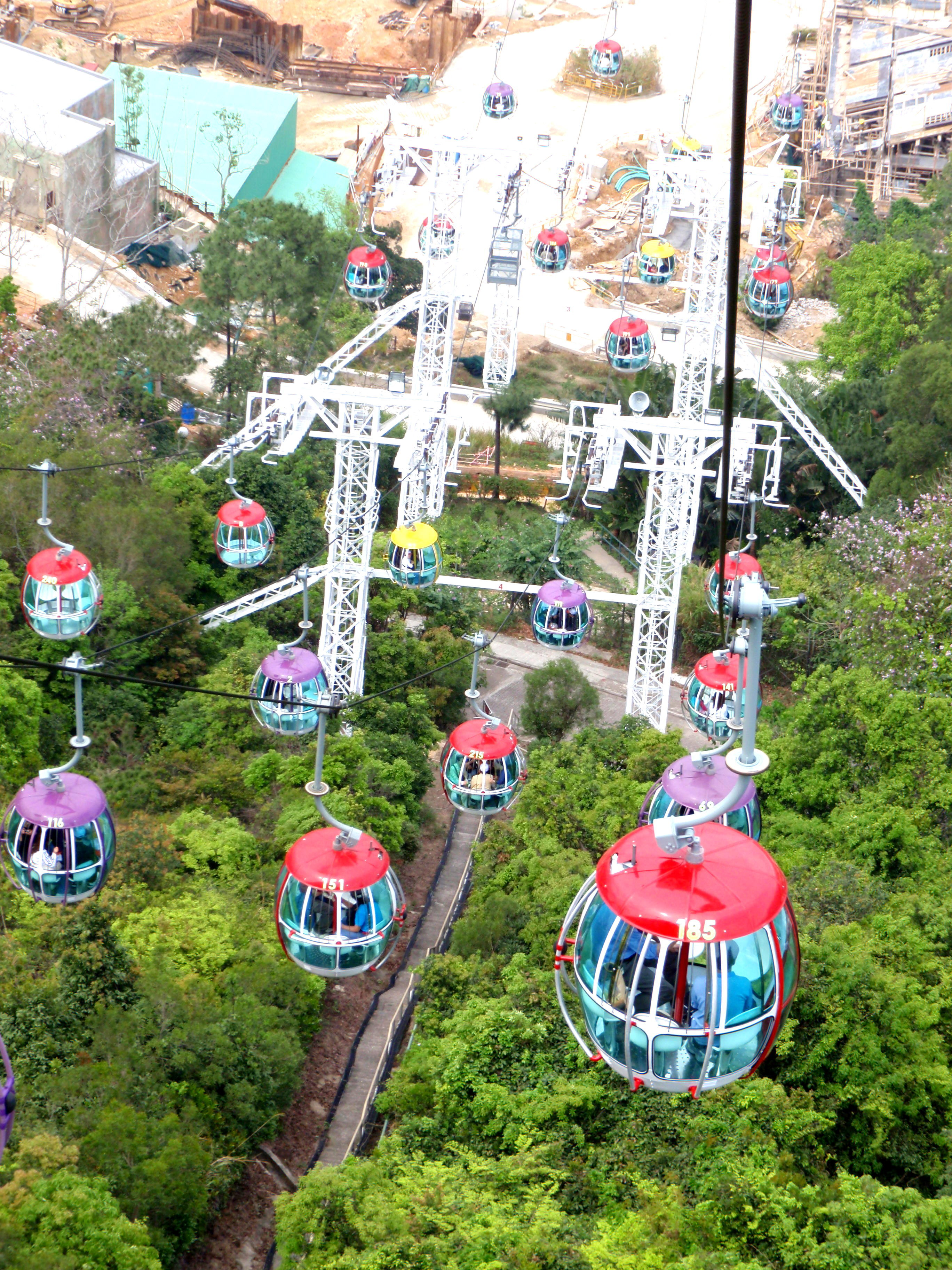 the case of ocean park hong kong Ocean square at ocean park's main entrance the park celebrated its 40th anniversary in 2017 located at wong chuk hang near aberdeen on the south side of hong kong island, ocean park opened in 1977 and was hong kong's first theme park.