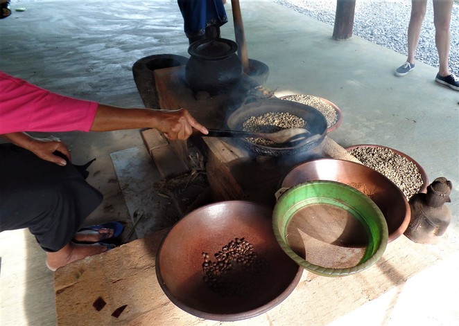 roasting coffee at Lumbung Sari House of Coffee in ubud bali